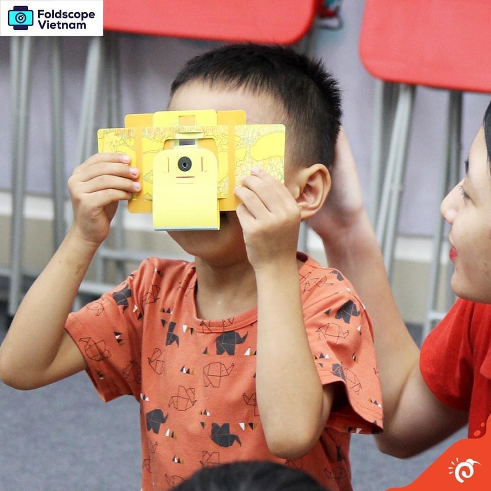 Kính hiển vi giấy cho bé khám phá thế giới Foldscope – Seed Baby