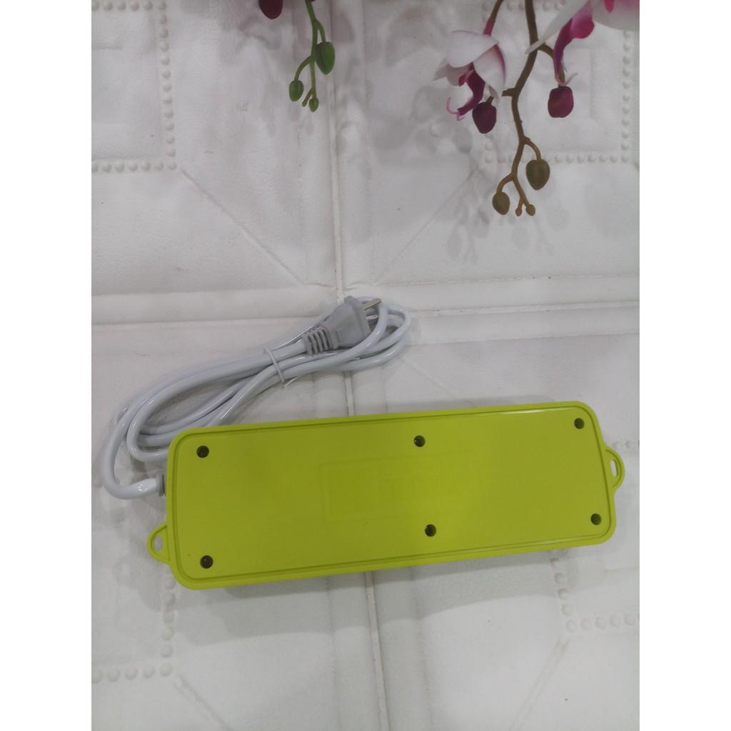 Ô cắm điện đa năng màu xanh kiêm 3 cổng USB - tiện lợi và an toàn