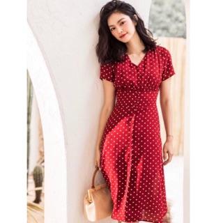 Đầm bi đỏ from dài kết hợp hàng khuy nút đỏ