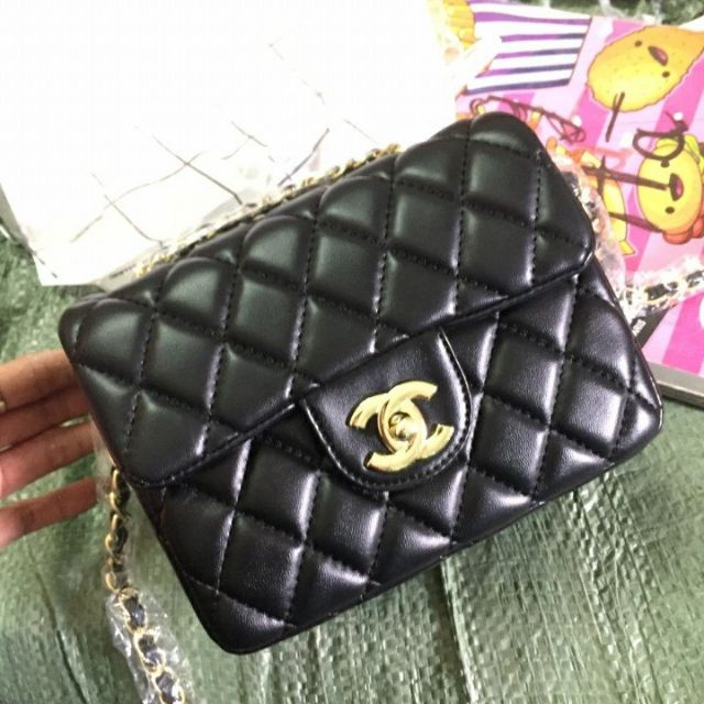Chanel classic size 18