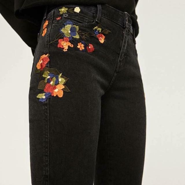 Jean đen thêu Zara