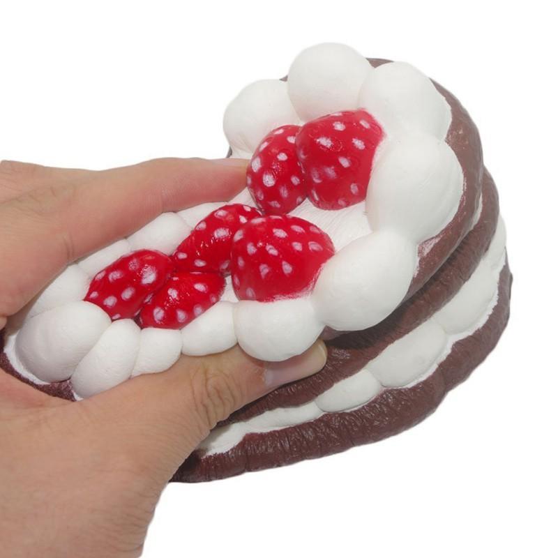 Đồ chơi bóp Squishy hình bánh kem dâu có mùi thơm botdaquang85