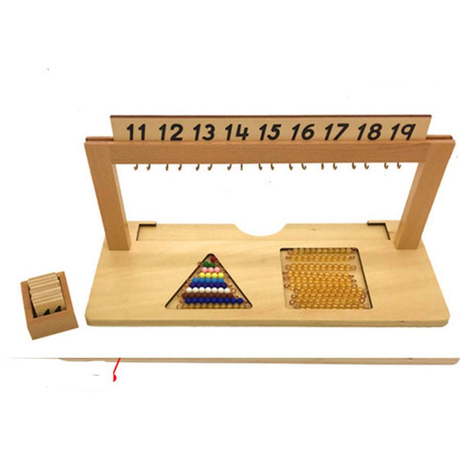 Giá treo các chuỗi hạt màu từ 11 đến 19 giáo cụ Montessori