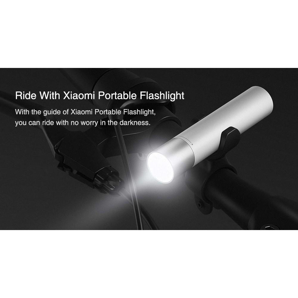 Đèn pin kiêm sạc dự phòng Xiaomi 3350mAh (LPB01ZM) giảm chỉ còn 503,000 đ