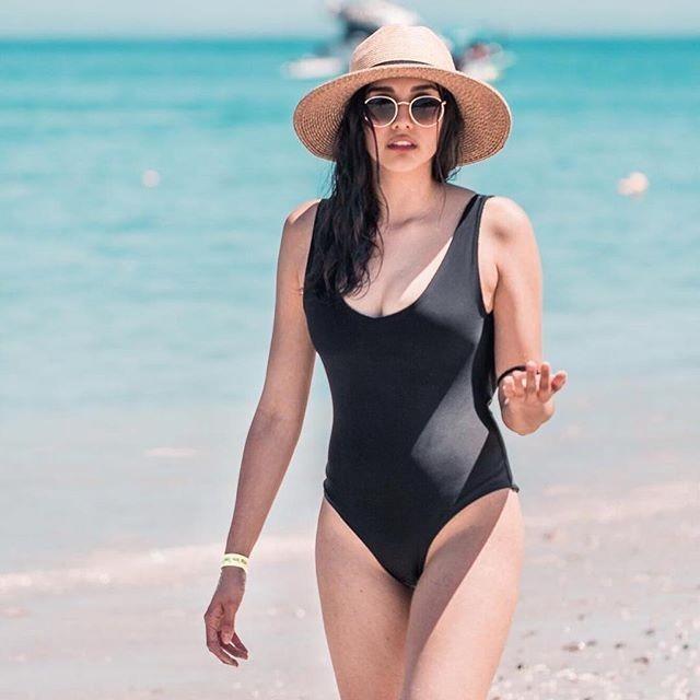 Mặc gì đẹp: Tắm biển vui với Bộ đồ tắm một mảnh màu trơn thời trang biển quyến rũ cho nữ