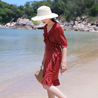 Đầm đỏ chấm bi