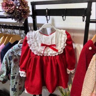 Váy đỏ viền ren trắng