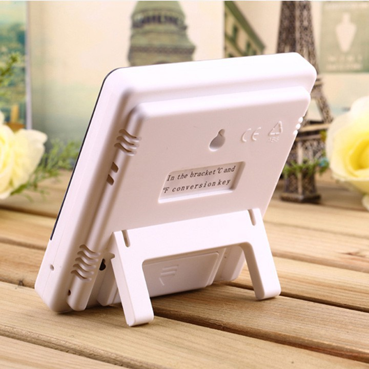 Máy đo nhiệt độ phòng, độ ẩm, nhiệt ẩm kế điện tử kiêm đồng hồ báo thức, lịch để bàn màn hình LCD HTC 1 CÓ KÈM PIN