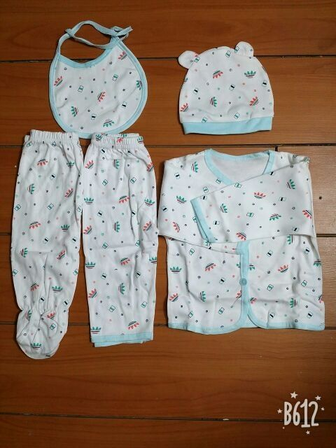 sét 5 chi tiết gồm quần, áo, mũ, yếm cho trẻ sơ sinh