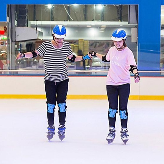 HCM [E-Voucher] Vé vào cửa, giày trượt, 1 đôi vớ trẻ dưới 140cm Sân băng Vincom Ice Rink Landmark 81 - Thứ 7 và chủ nhật