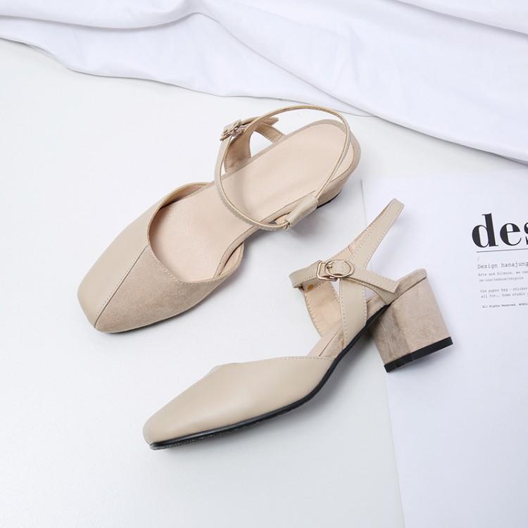 รองเท้าแตะขนาดเล็กของผู้หญิงหนากับคำหัวเข็มขัดเป่าโถวรองเท้าแตะหญิงขนาดใหญ่ - รอ