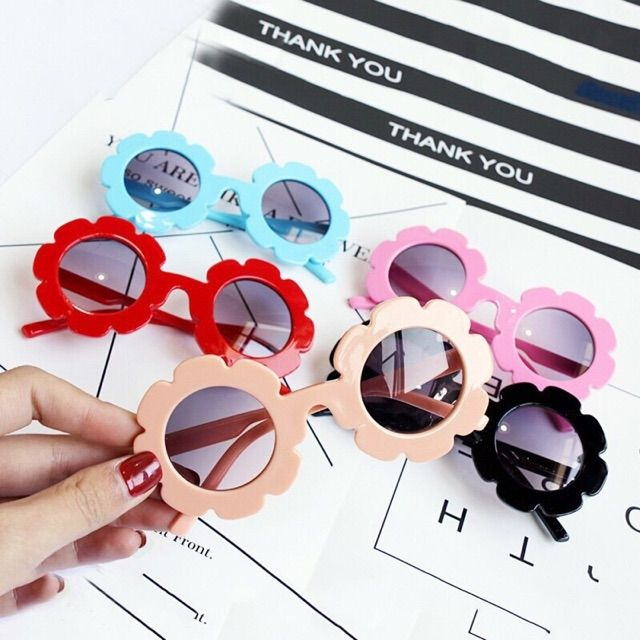 Mắt kính thời trang bé gái