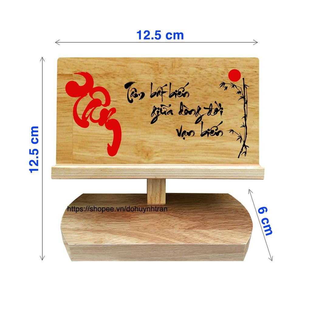 Giá đỡ điện thoại bằng gỗ (chữ Tâm)