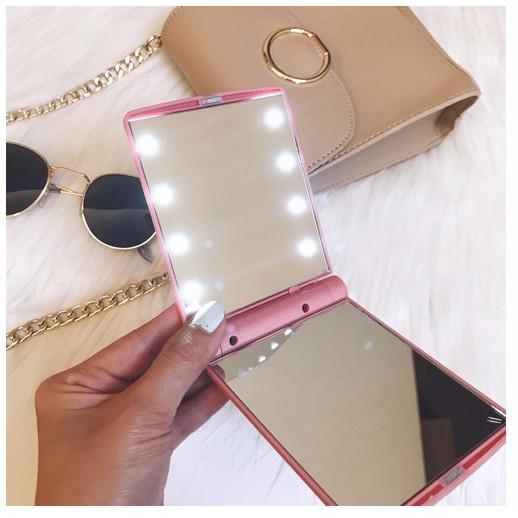 Gương trang điểm mini có đèn led siêu tiện lợi