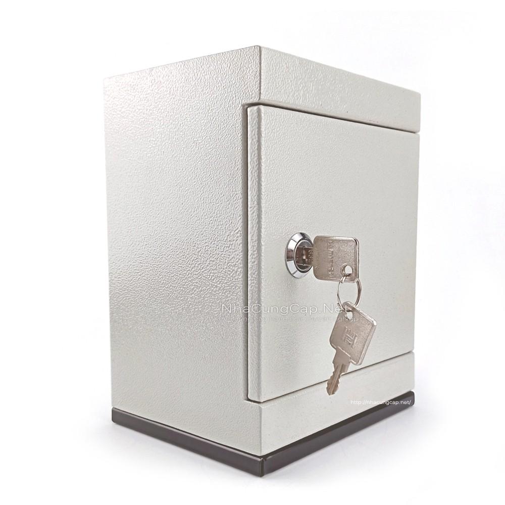 Két sắt tiết kiệm mini 12x 15x 20cm trọng lượng từ 1.5 - 1.6kg