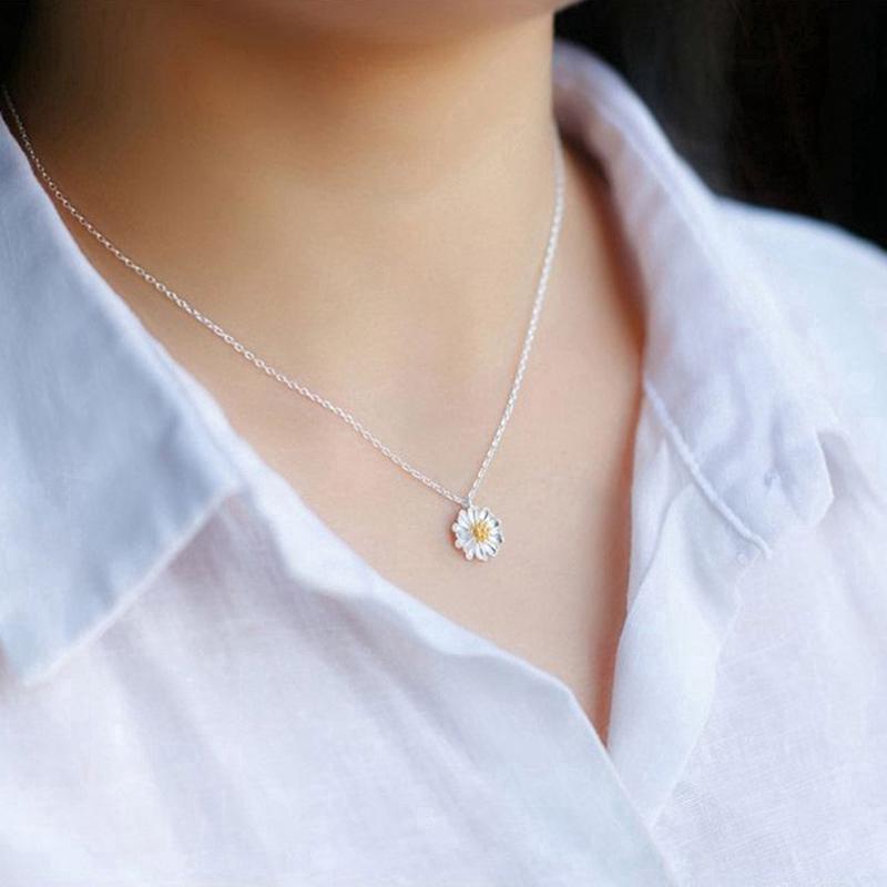 Vòng cổ mạ bạc thiết kế mặt dây hình hoa cúc thời trang