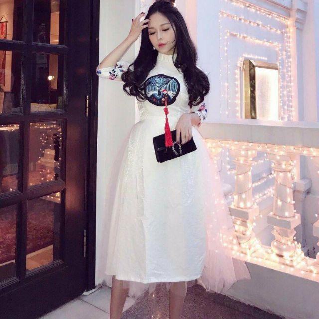 😍Set áo dài trắng kết logo chim hạc + váy. Chất voan phối tay gấm, lưới. Hàng thiết kế cực kỳ đẹp
