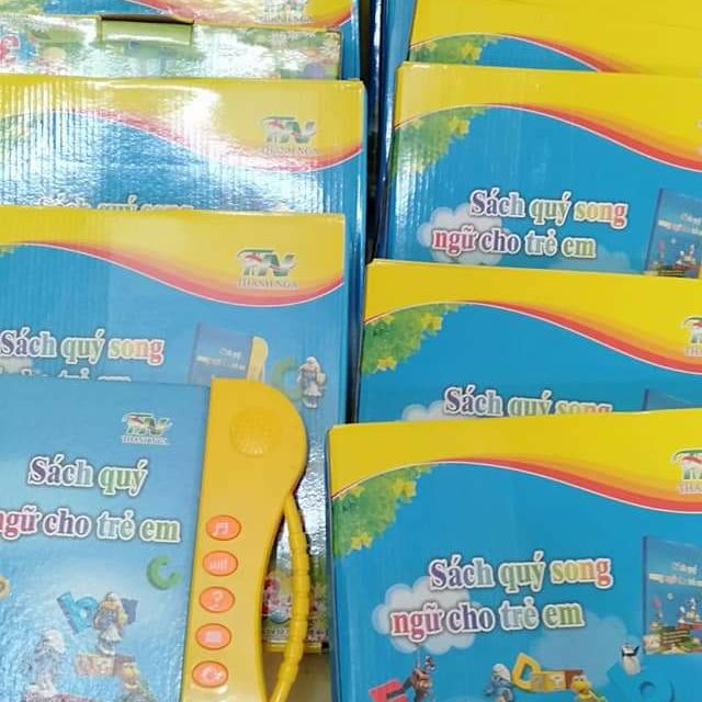 Combo sách song ngữ cho bé và móc treo tường 3d