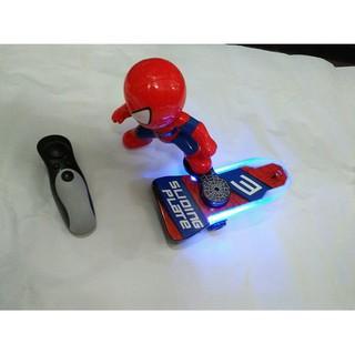 Người nhện lướt ván dùng điều khiển có đèn nhạc