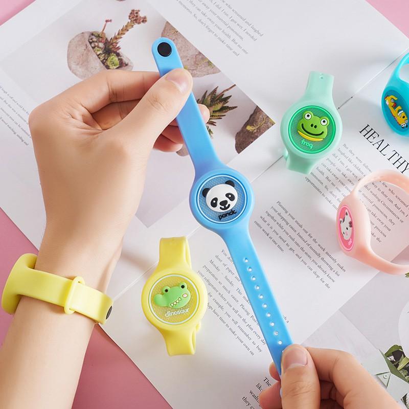 Đồng hồ đeo tay cho bé đuổi muỗi, có đèn phát sáng