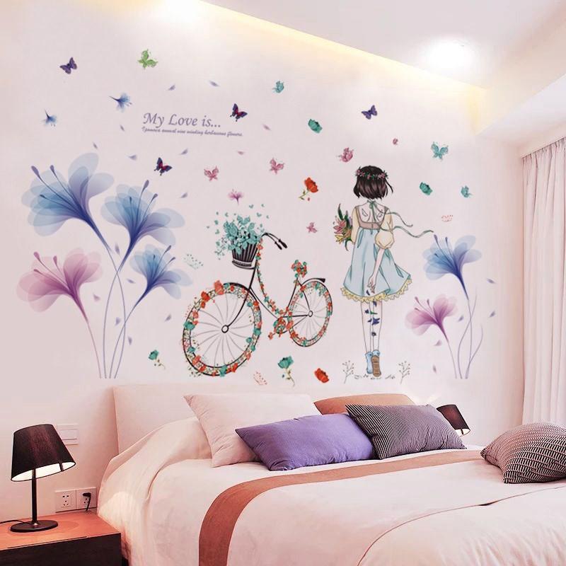 Decal dán tường Cô gái và hoa cánh mỏng xanh