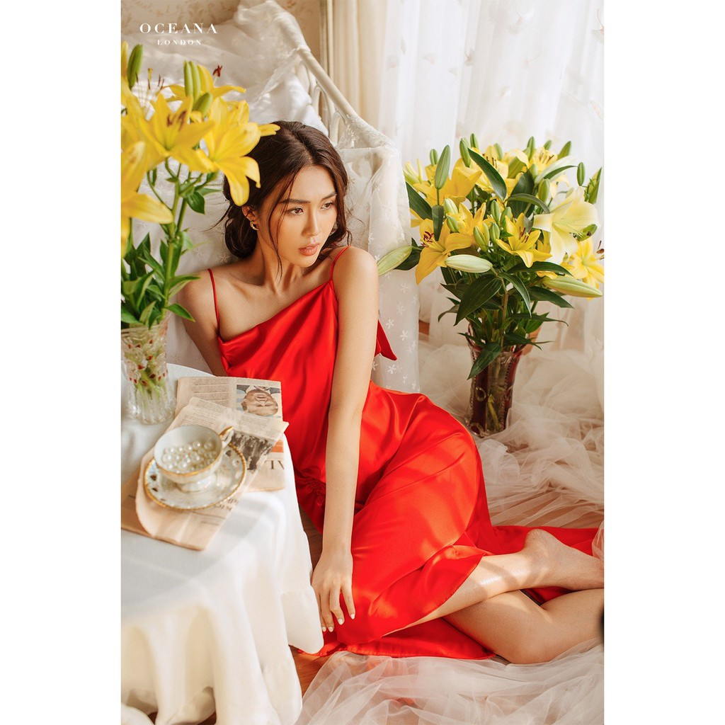 Mặc gì đẹp: Xinh xinh với Oceana London - Đầm lụa hai dây màu đỏ Cynthia