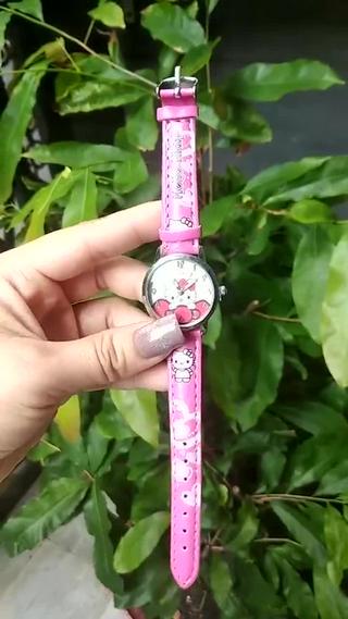 Đồng hồ cho bé gái Hello kitty