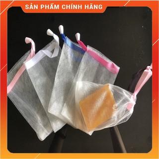 Túi lưới tạo bọt xà bông hai lớp dày dặn, tạo bọt xà bông cực mịn, có dây treo tiện lợi.