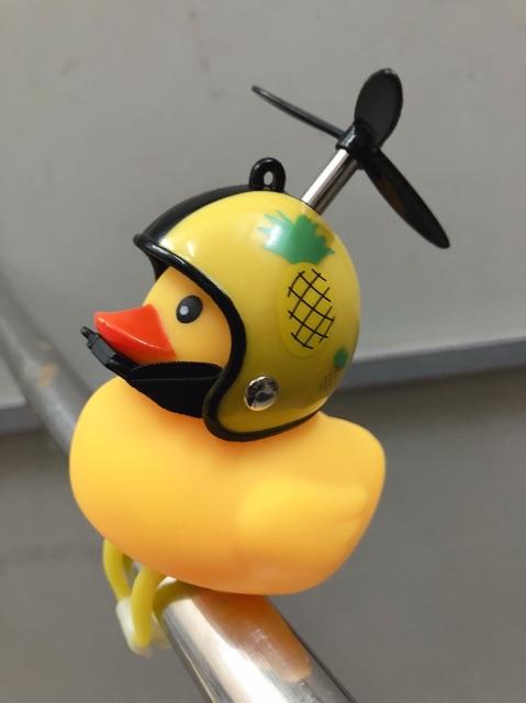 Vịt gắn xe đội mũ bảo hiểm có quạt- phát sáng