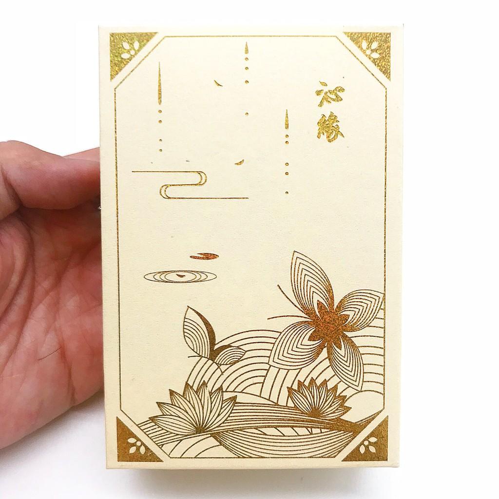 Máy nghe kinh tròn có họa tiết hình hoa sen phong thủy có thể đeo trên người