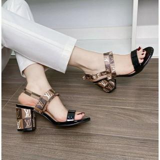 (sẵn) dép sandal quai ngang gót vuông hoạ tiết lệ vi mẫu mới sang chảnh fullbox hàng qc
