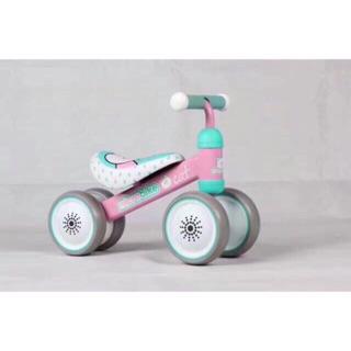 Xe cân bằng Microbike với khung xe chắc chắn, siêu nhẹ phù hợp để bé từ 1 tuổi trở lên rèn luyện thể chất giúp bé tự tin