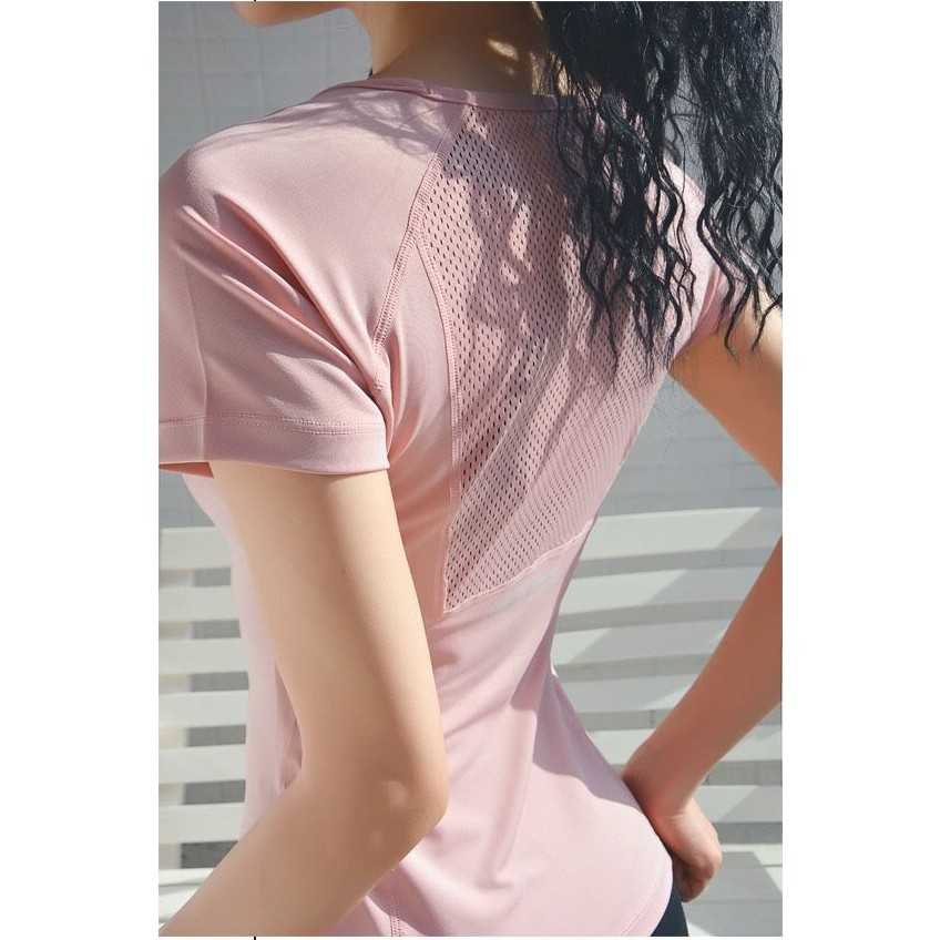 Mặc gì đẹp: Dẻo dai với  Áo thun thể thao phối lưới thoáng mát thời trang cho nữ khi luyện tập gym và yoga