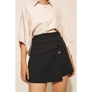 Quần giả váy nữ đắp tà đính nút thời trang GAGO pleated three button minni skirt màu đen GO3150 thumbnail