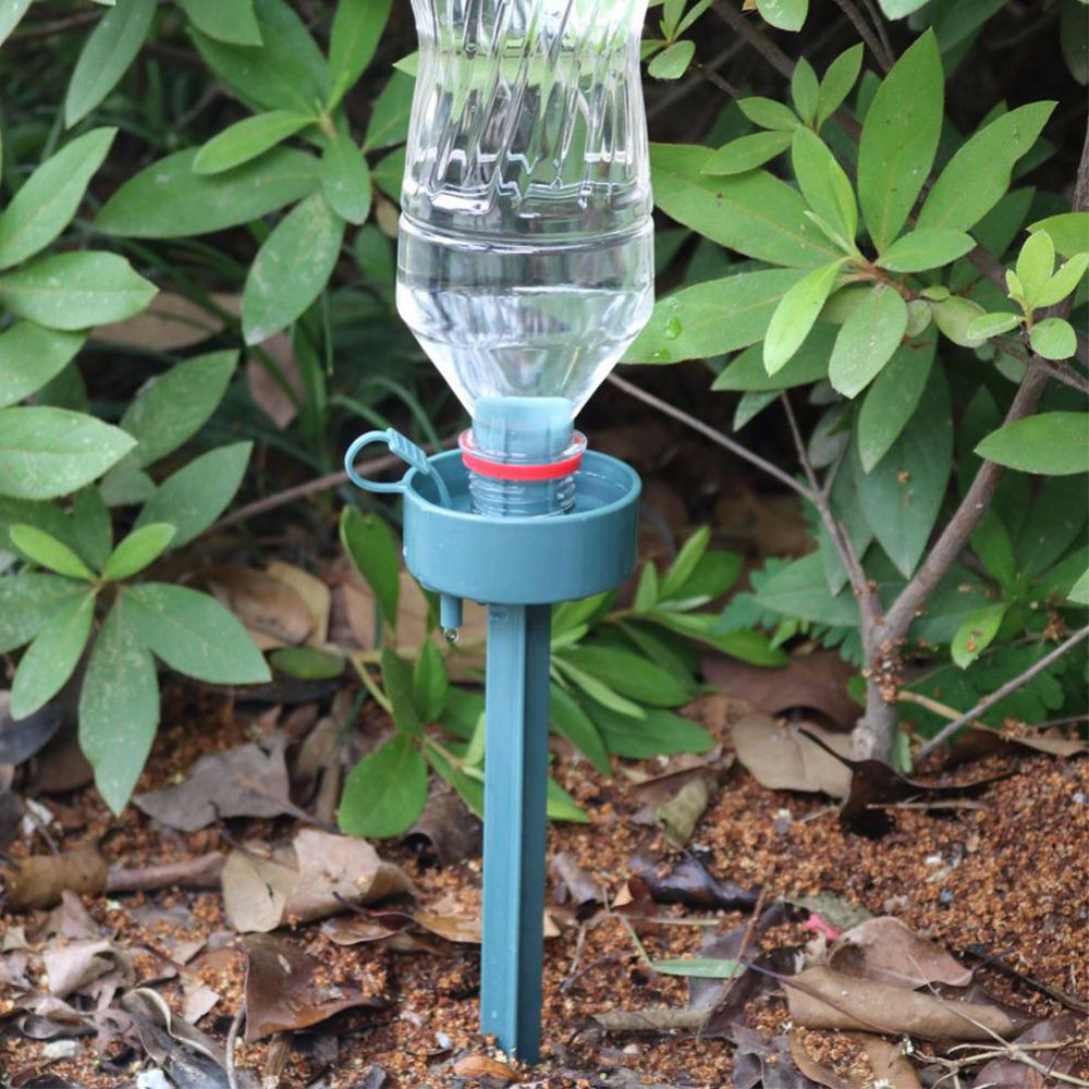 Dụng cụ tưới cây tự động giúp nước chảy chậm tiện lợi