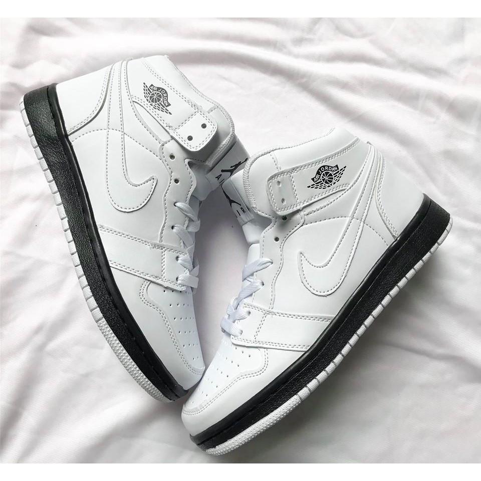 Giầy Jordan 1 trắng đế đen chất đẹp(fullbox)
