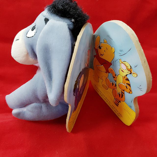 Gấu bông kèm sách lừa bạn Pooh tiếng anh