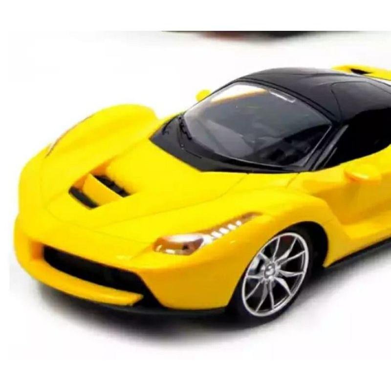 Siêu xe ô tô mô hình điều khiển từ xa.