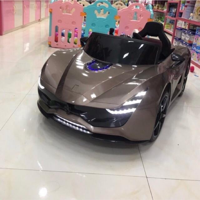 Ô tô điện cho bé M1