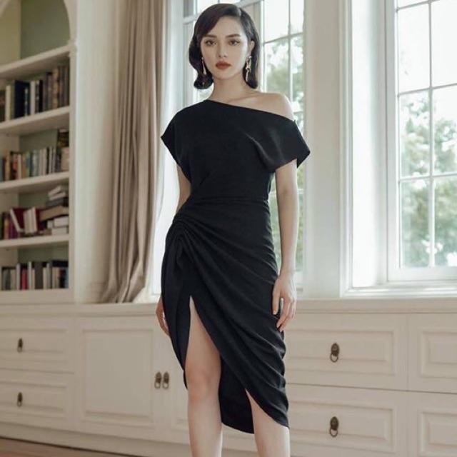 Đầm đen lệch vai xoắn xẻ đùi tuyệt đẹp