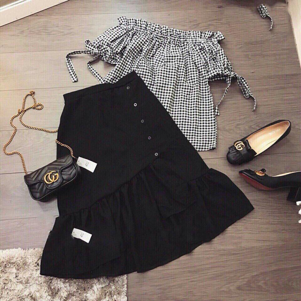 Set áo trễ vai caro + chân váy bèo nút