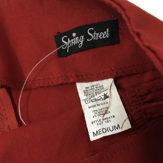 Chân váy đỏ Spring street