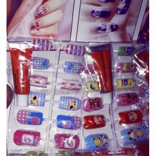 Set 2 bộ gồm 20 chiếc móng tay giả bằng nhựa nhiều màu và hoa văn