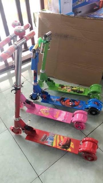 Xe scooter trẻ em km thêm quà tặng ( có clip quay thật)