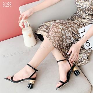Sandal nữ HHS da xước gót vuông hoa phối quả tròn kim loại 7 phân Hà Huyền Shoes - SD288