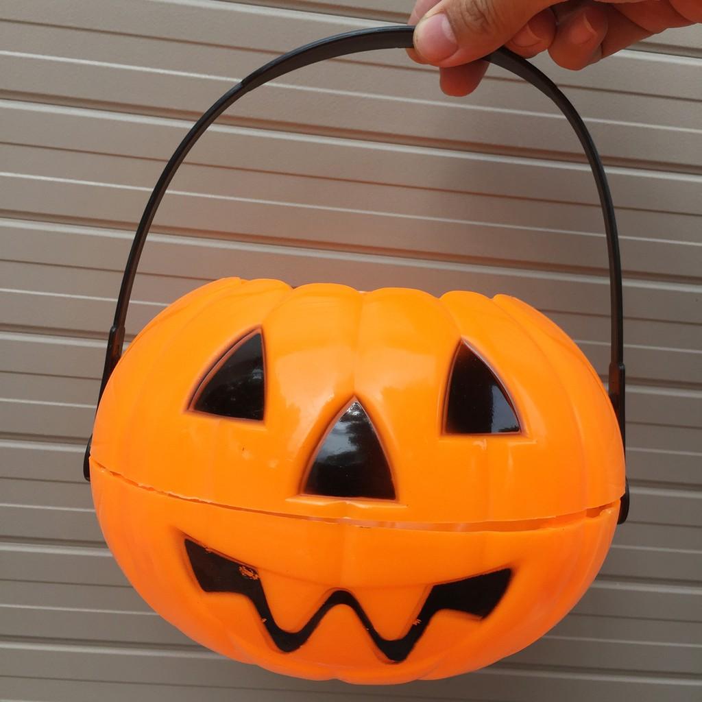 Giỏ bí ngô đựng kẹo Halloween bằng nhựa đường kính 17cm