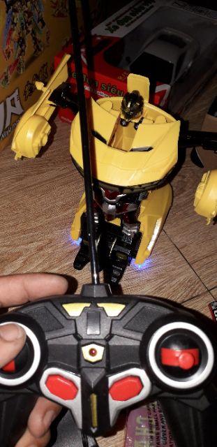 Xe điều khiển từ xa biến thành Robot PIN sạc