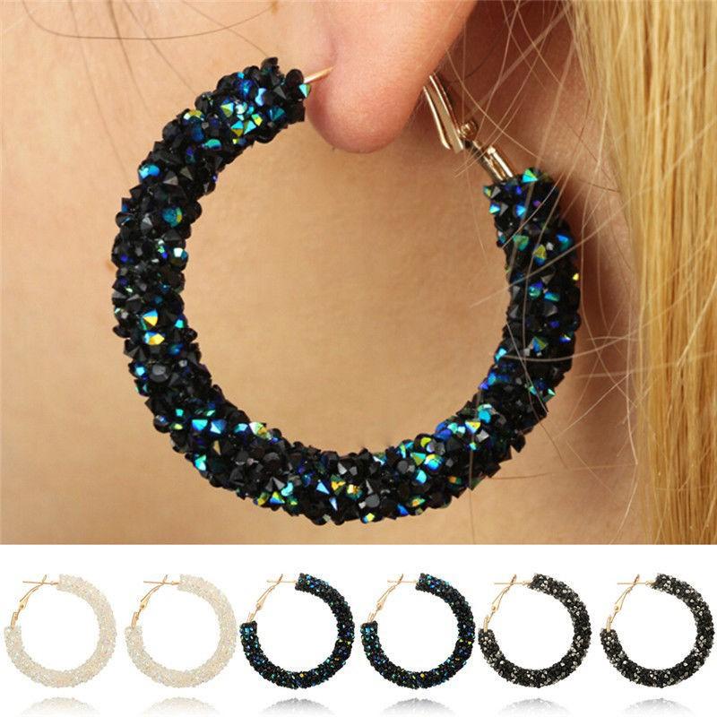 Đôi bông tai tròn phối đá kiểu bụi kim cương nhiều màu sắc đầy cá tính