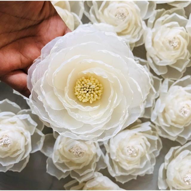 Hoa cài áo - Hoa Trà Voan nhuỵ Vàng - Phụ Kiện Cài Áo - Hoa Cài Áo Handmade