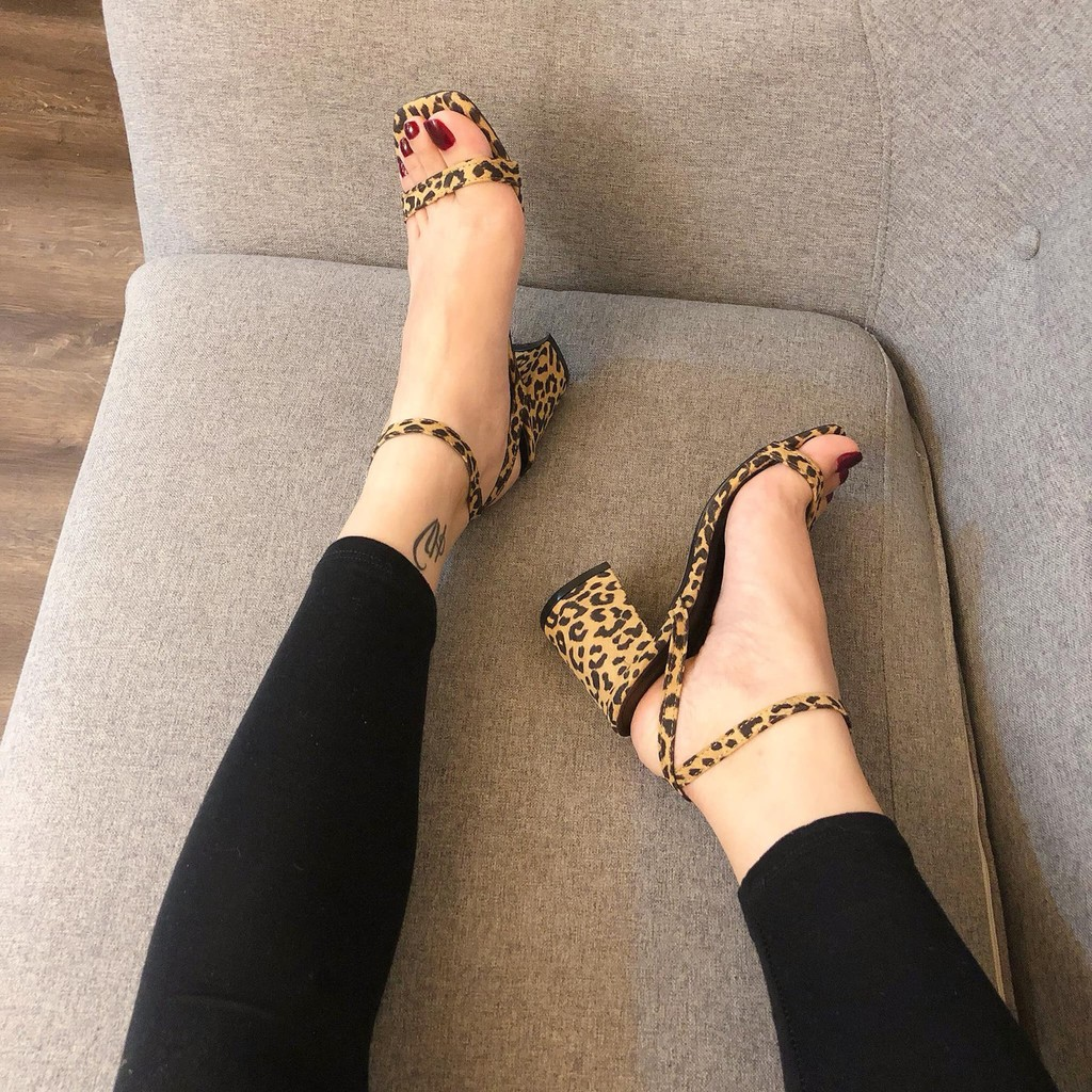 Sandal gót vuông da beo